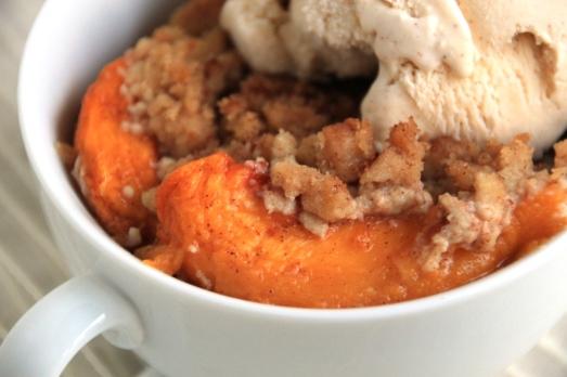 Peach Crisp & Cinnamon Vanilla Ice Cream {{Baking Bytes}}