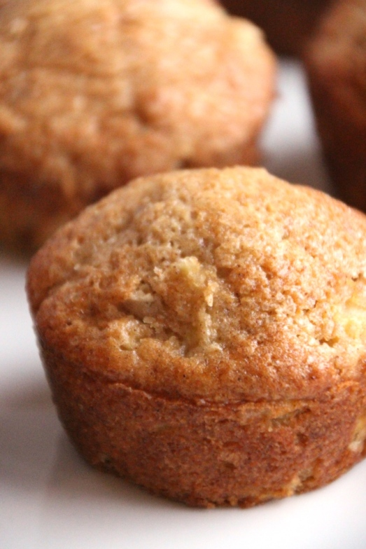 Apple cinnamon muffins with raw sugar topping