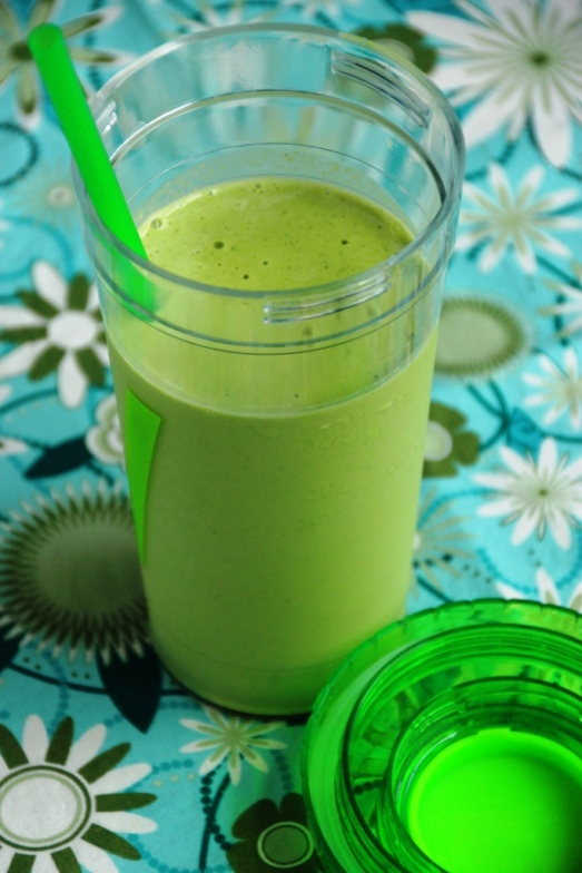 Peanut Butter Banana Green Smoothie {{Baking Bytes}}