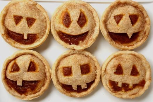 Pumpkin Jack-o-lantern Mini Pies {{Baking Bytes}}