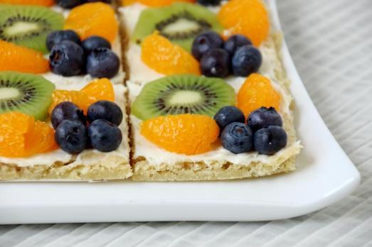 Cookie Fruit Pizza {{Baking Bytes}}