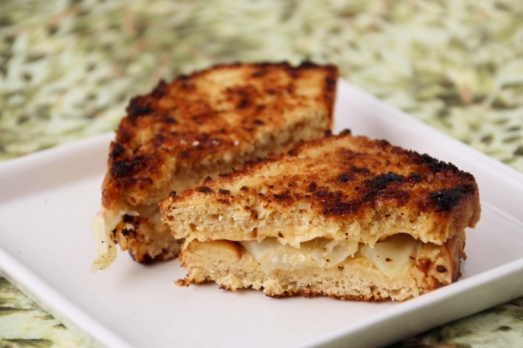 Apple Gouda Grilled Cheese {{Baking Bytes}}